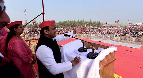 एक चुनावी रैली के दौरान अखिलेश यादव