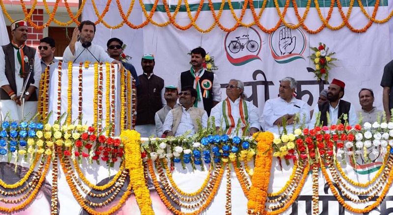 कांग्रेस उपाध्यक्ष राहुल गांधी जौनपुर में चुनावी रैली को संबोधित करते हुए