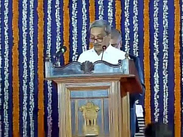 मनोहर पर्रिकर ने  गोवा के मुख्यमंत्री के रूप में शपथ ली