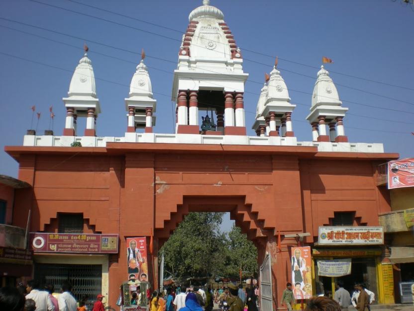 सीएम योगी आदित्यनाथ के निवास गोरखनाथ मठ, गोरखपुर का मुख्य गेट