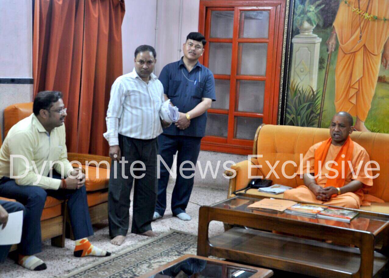 मुख्यमंत्री योगी आदित्यनाथ के साथ डाइनामाइट न्यूज़