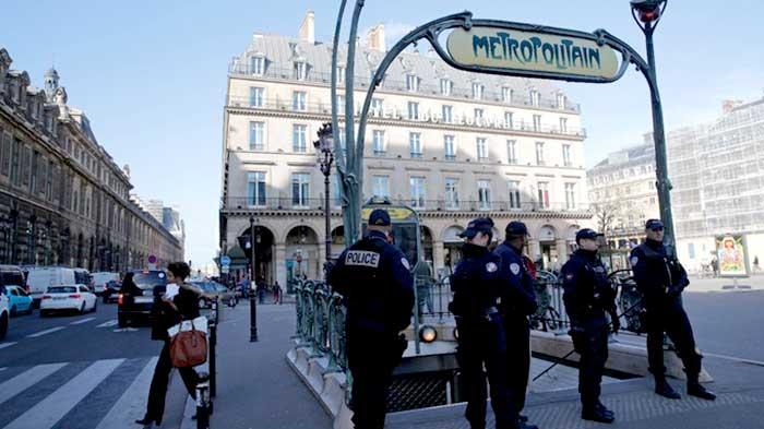 पेरिस में कड़ी सुरक्षा का एक दृश्य