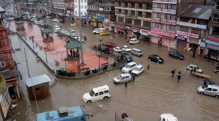 जलमग्न हुआ कश्मीर