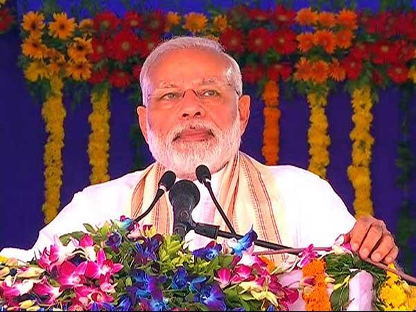 किरण मुल्तिस्पेशलिटी अस्पताल के उद्घाटन समारोह में प्रधानमंत्री मोदी