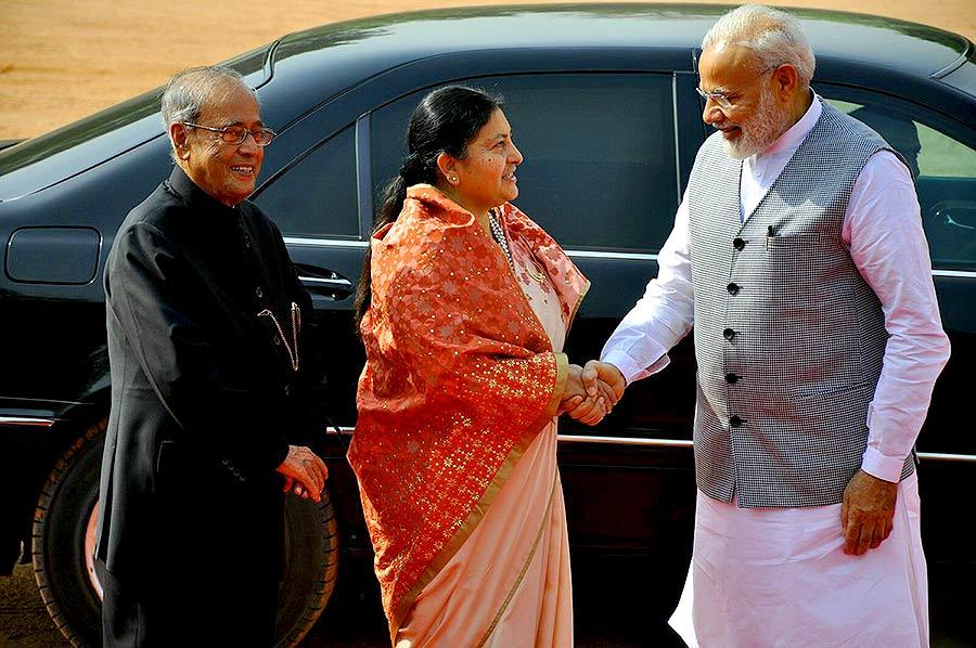 राष्ट्रपति प्रणब मुखर्जी और प्रधानमंत्री नरेंद्र मोदी ने भंडारी का स्वागत किया