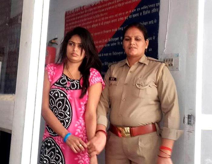 पुलिस की गिरफ्त में आरोपी पत्नी