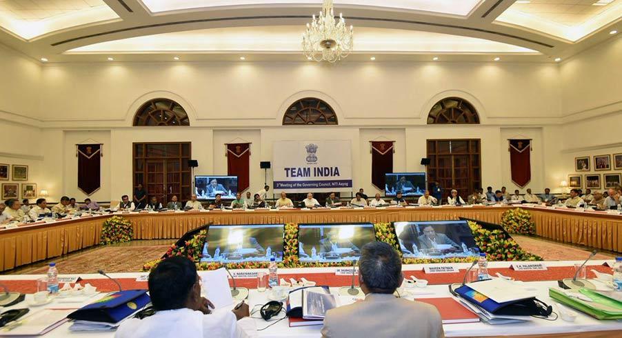 नीति आयोग की बैठक की अध्यक्षता करते पीएम मोदी