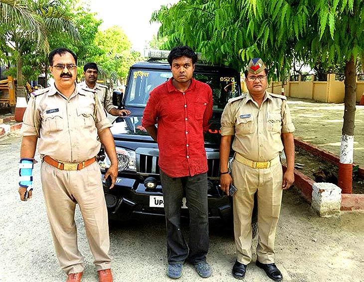 पुलिस के गिरफ्त मे हत्यारा