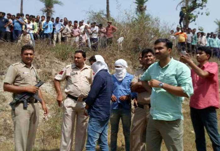 काली नदी के पास खोदकर दिल्ली पुलिस ने बरामद किए शव