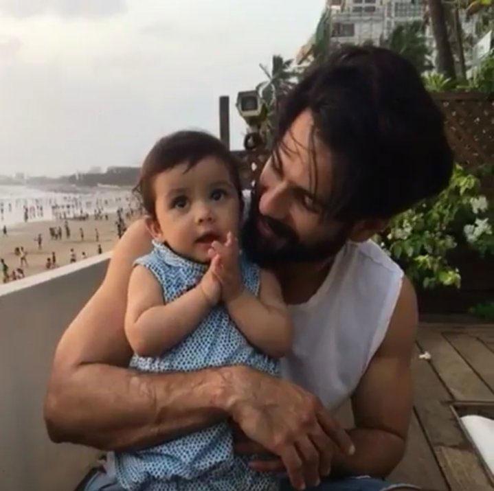 अपनी बेटी के साथ शाहिद कपूर