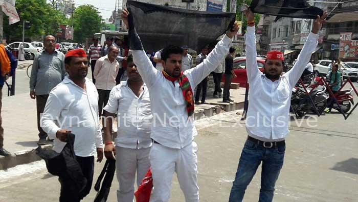 योगी सरकार के खिलाफ विरोध प्रदर्शन