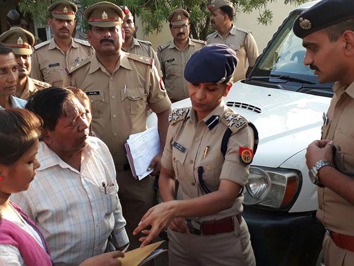 निरीक्षण पर डीआईजी सोनिया सिंह