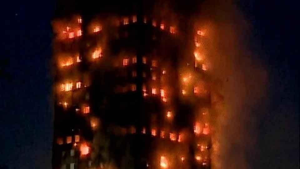ग्रेनफेल टावर में लगी आग