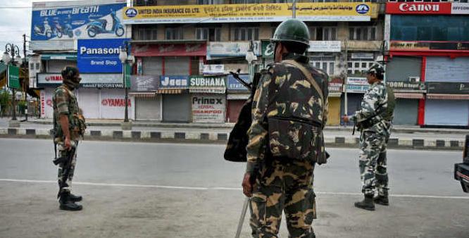 श्रीनगर में सात थाना क्षेत्रों में लगा कर्फ्यू (फाइल फोटो)