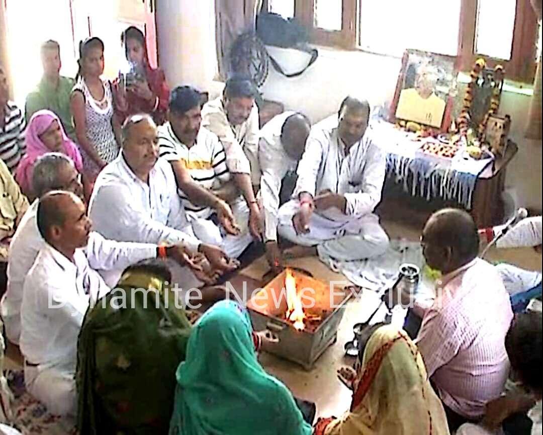 रामनाथ कोविंद की जीत के लिए पूजा करते लोग
