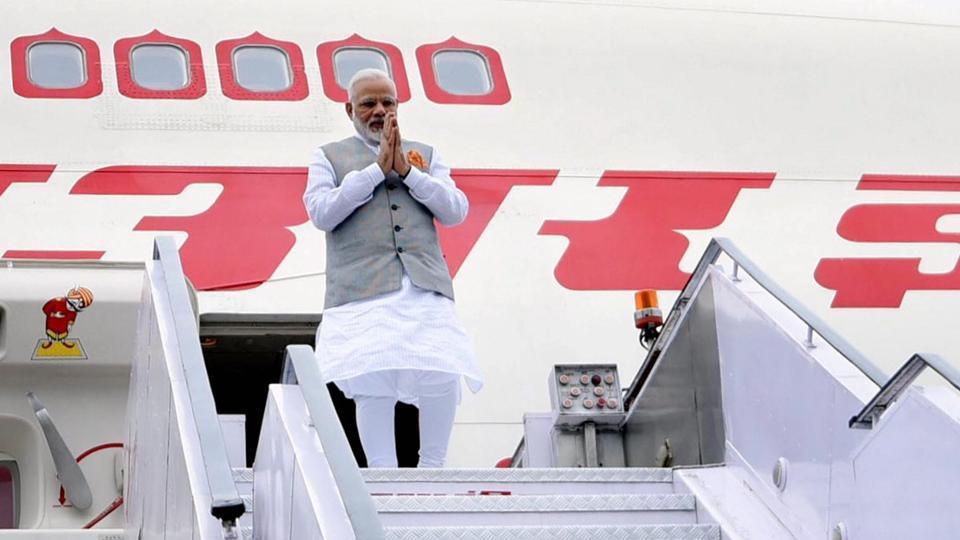 भारत लौटे पीएम मोदी