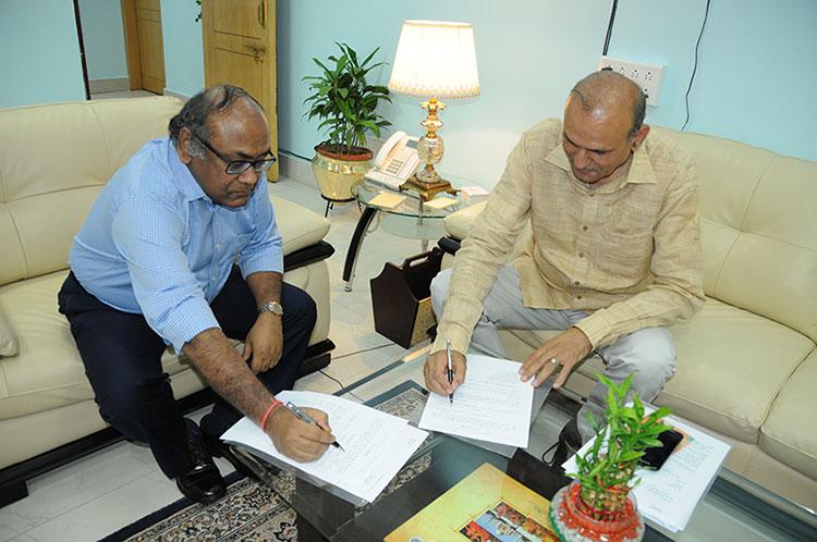 लखनऊ में कार्यभार ग्रहण करने के बाद राजीव कुमार