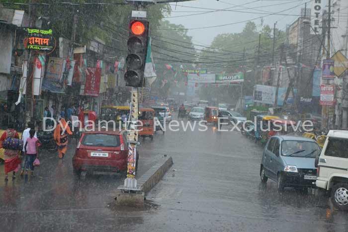 कानपुर में बारिश से मौसम सुहाना