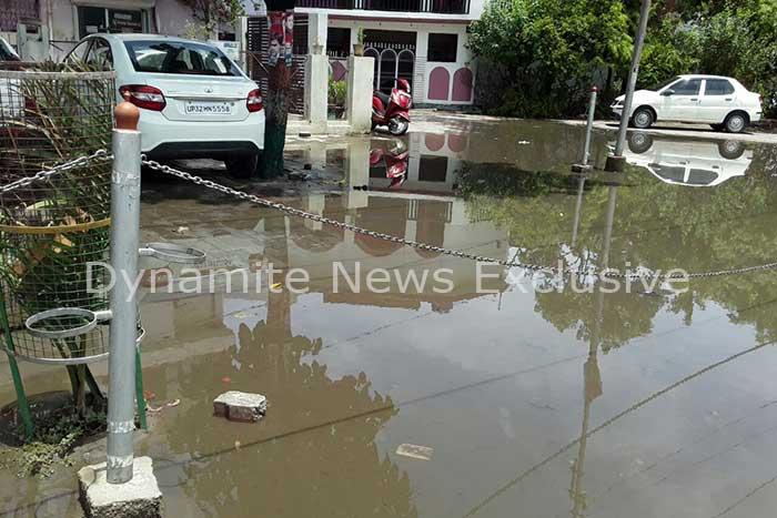 बारिश के बाद सड़को पर जलभराव