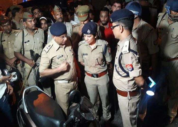 मौके पर मौजूद पुलिस