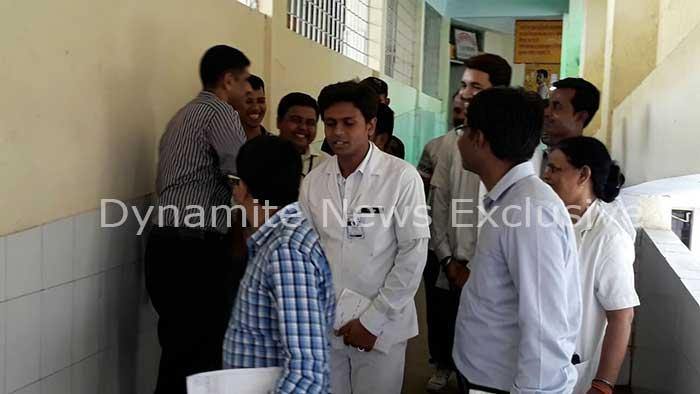 उर्सला अस्पताल का निरीक्षण करती  वर्ल्डबैंक की टीम