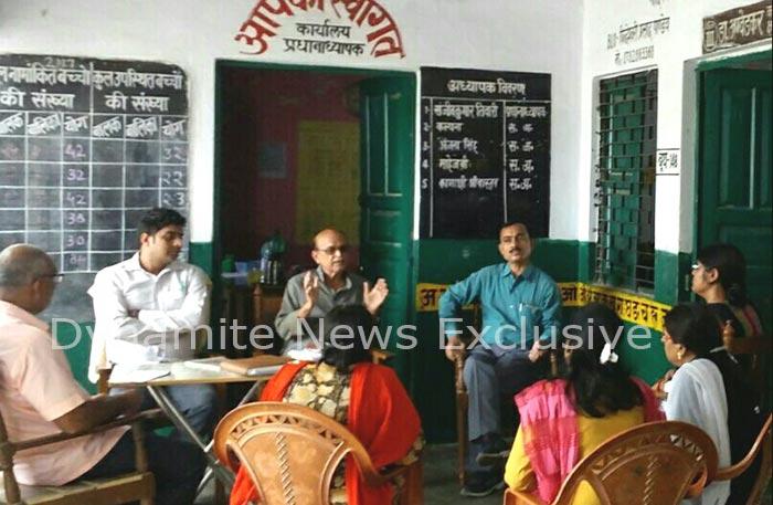 स्कूल को गोद लेने की घोषणा करते बीजेपी नेता डा. एमपी सिंह