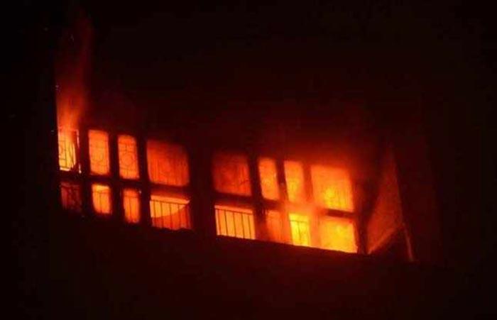 केजीएमयू के ट्रामा सेंटर में लगी आग