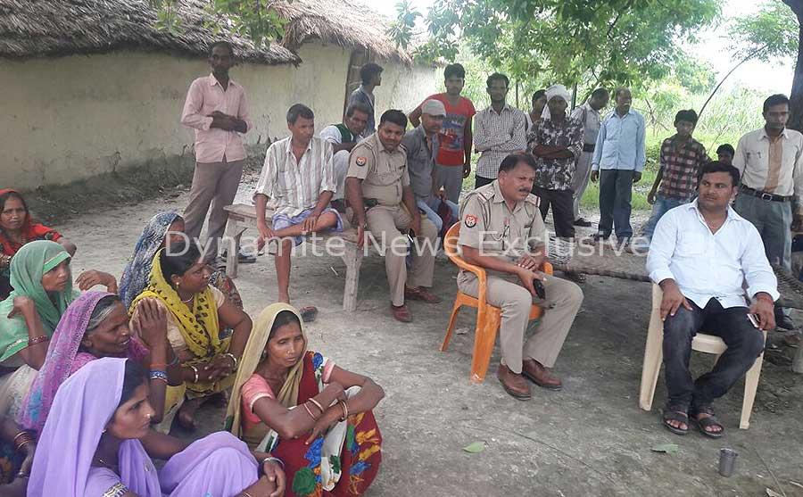 हत्या के बाद गांव में तैनात पुलिस बल