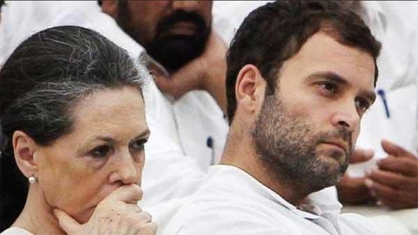 कांग्रेस अध्यक्षा सोनिया गांधी और उपाध्यक्ष राहुल (फाइल फोटो)