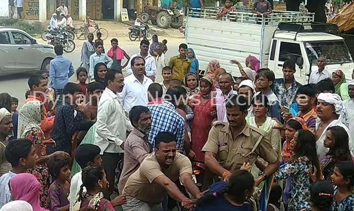 पुलिस और ग्रामीणों के बीच झड़प