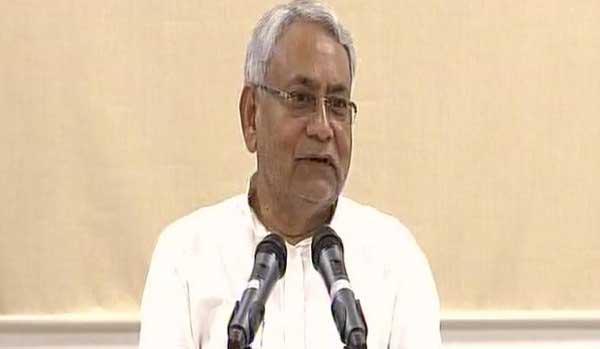 मीडिया से मुखातिब बिहार के सीएम नीतीश कुमार।