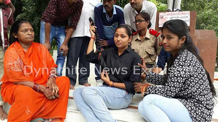 कानपुर में नुक्कड़ नाटक 'ई चोटी कटवा कौन है' का आयोजन