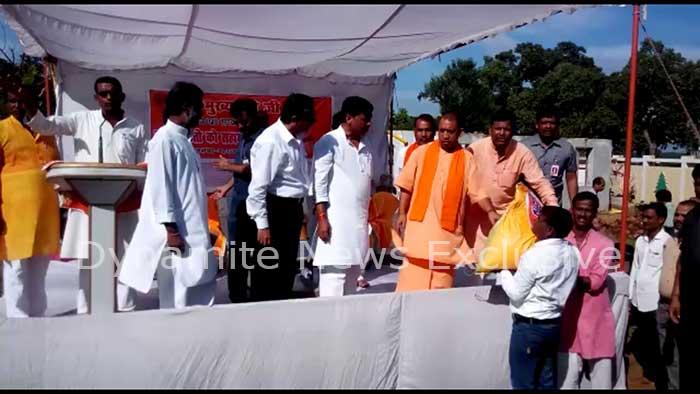 महराजगंज में सीएम योगी आदित्यनाथ