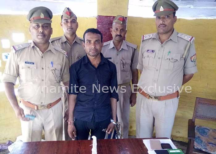 पुलिस टीम की गिरफ्त में हत्यारा श्रवण