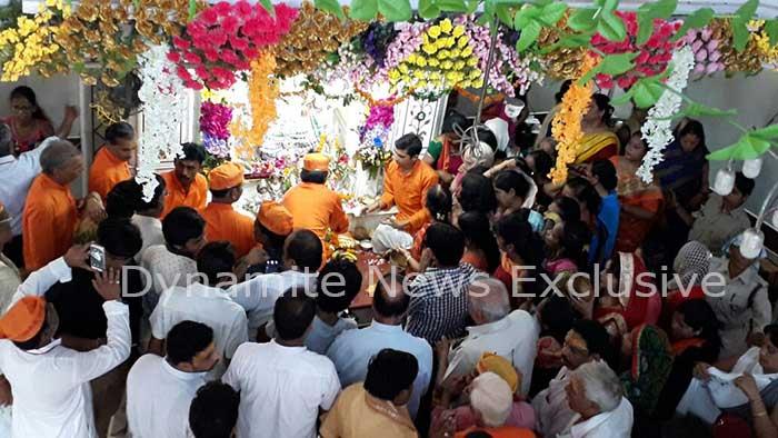 सिद्धिविनायक मंदिर में उमड़ी भक्तों की भीड़
