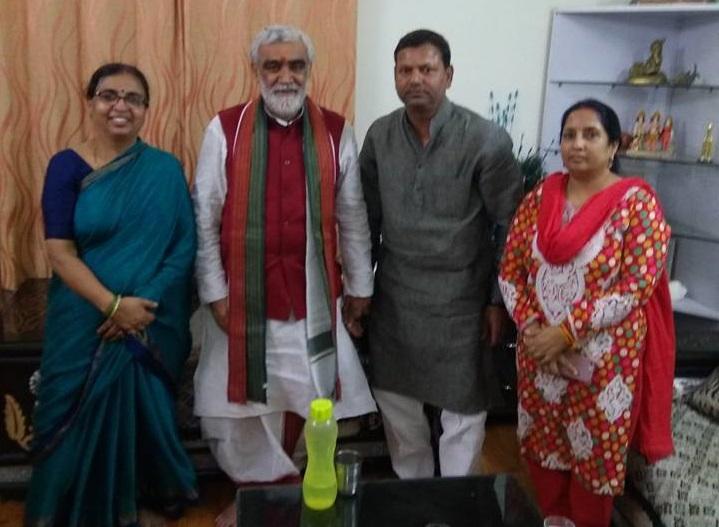 राज्यमंत्री अश्विनी चौबे के साथ पत्नी भाग्यश्री के साथ पंकज चौधरी