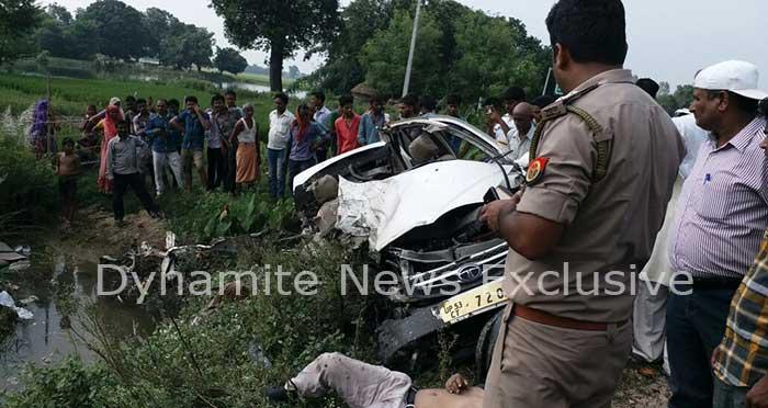 सड़क हादसे के बाद मौके पर पहुंची पुलिस