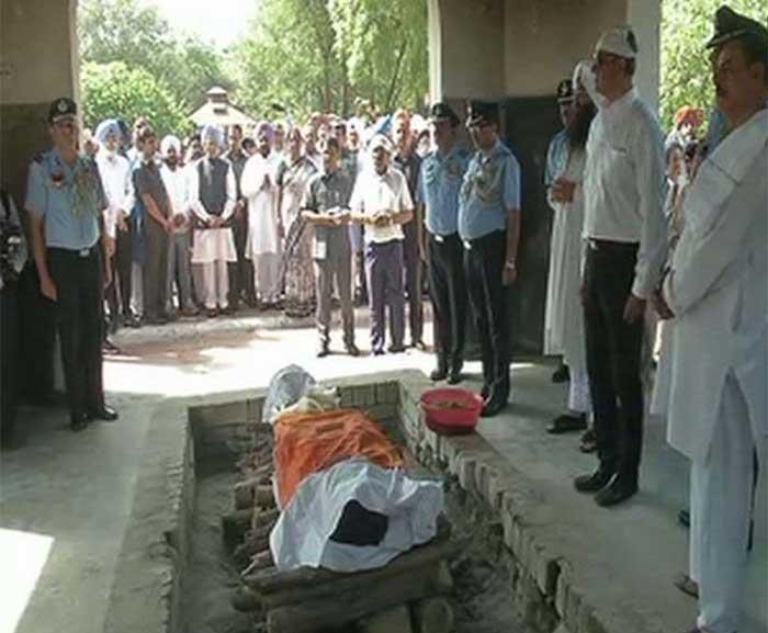 मार्शल अर्जन सिंह के अंतिम संस्कार पर ङमड़ी भीड़