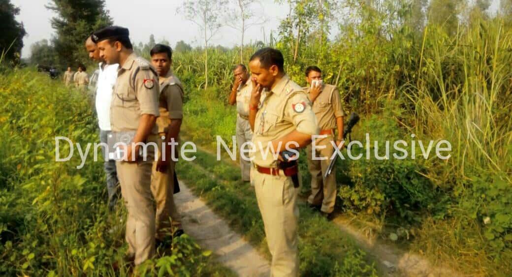 घटनास्थल पर मौजूद पुलिस कर्मी