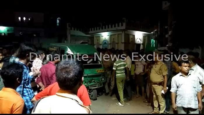 घटना स्थल पर जांच में जुटी पुलिस