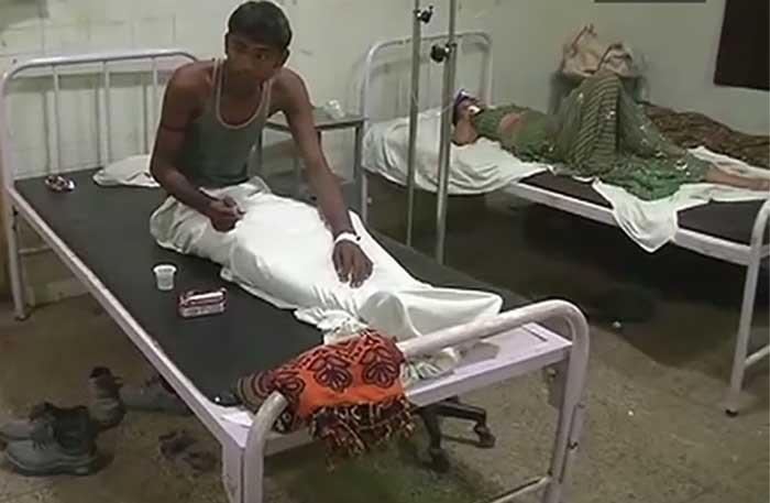 अस्पताल में इलाज के लिये भर्ती घायल