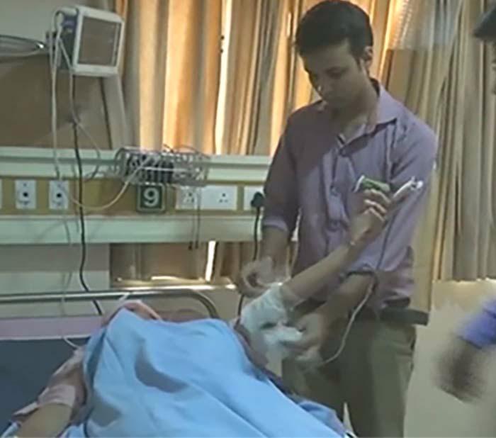 अस्पताल में भर्ती छात्र