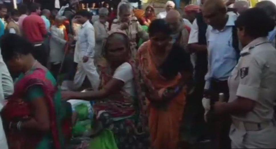 गंगा स्नान के दौरान मची भगदड़