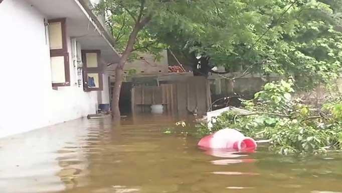 बारिश के बाद कई इलाके जलमग्न