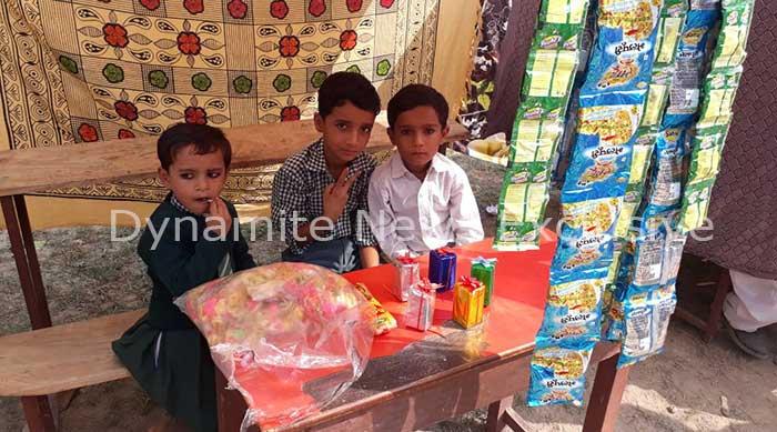 बाल मेले के आयोजन में बच्चों द्वारा लगाई गई दुकान