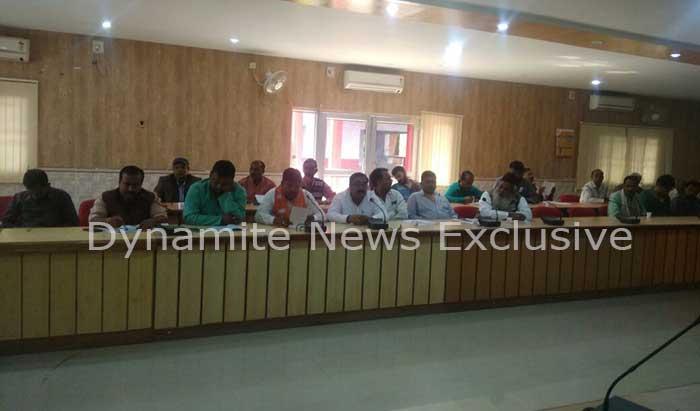 बैठक में कप्तान प्रमोद सिंह, एडीएम शिवपूजन, एएसपी एसके सिंह वअन्य अधिकारी