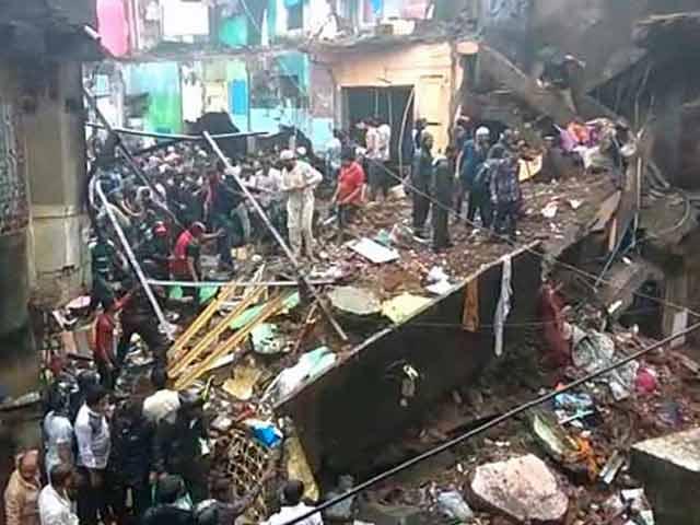 Image result for मुंबई में तीन मकान गिरे