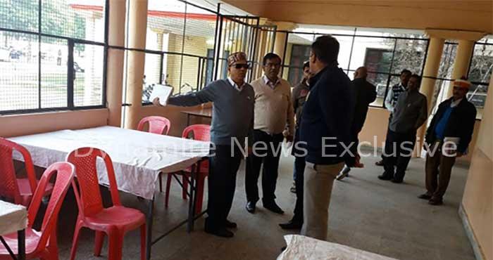 मतगणना स्थल का निरीक्षण करते  कमिश्नर अनिल कुमार