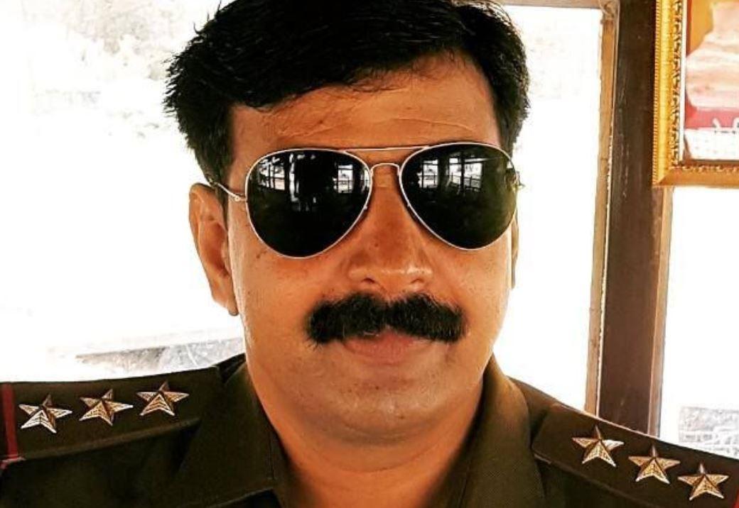 पुलिस इंस्पेक्टर आलोक राव