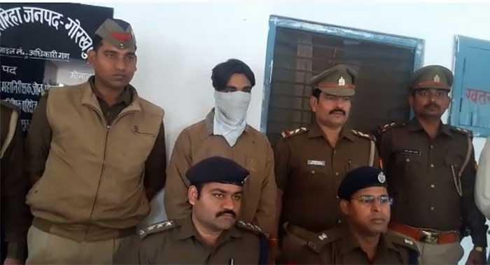 पुलिस के कब्जे में गिरफ्तार आरोपी